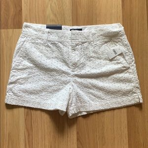 "BRAND NEW 3"" mid rise Gap shorts"